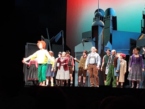 theater18-11-06.jpg